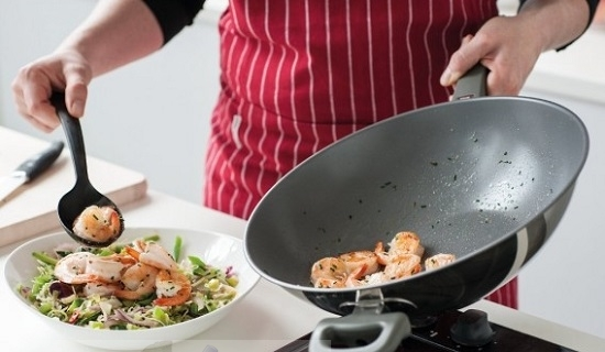 Как очистить сковороду от нагара?
