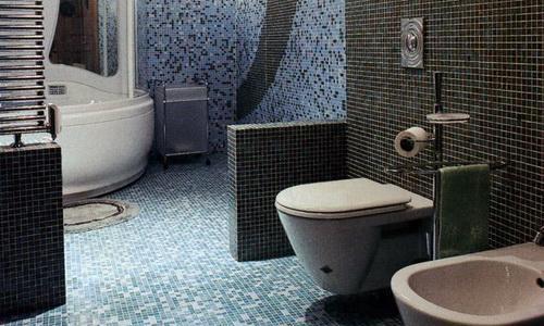 mozaika-na-pol-v-tualet