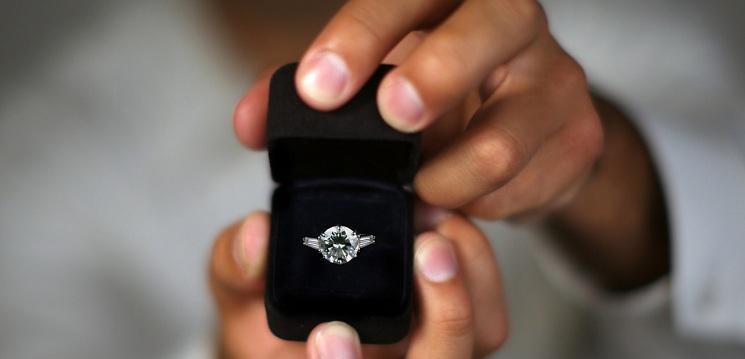 o-public-marriage-proposal-facebook11
