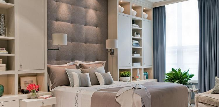 svetlyj-interer-spalni-v-cvete-kofe-s-molokom