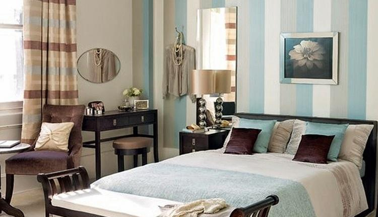 голубой-цвет-в-интерьере-классической-спальни 82