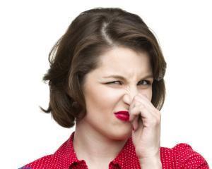 Как избавиться от запаха масла на одежде?