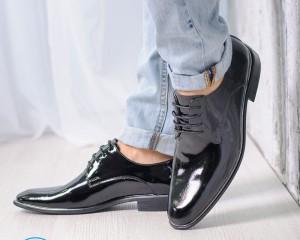 С чем носить лаковую обувь?