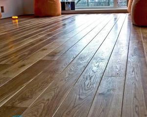 Чем отмыть деревянный пол от грязи?