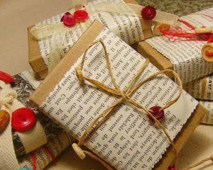 Как упаковать подушку в подарок?
