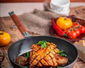 Что лучше готовить на чугунной сковороде?
