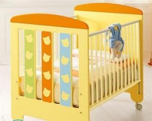Чем покрасить детскую деревянную кроватку?