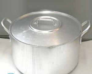 Как отчистить алюминиевые кастрюли от нагара?
