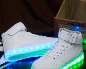 Как сделать светящиеся кроссовки?