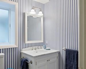 Можно ли в ванной клеить обои и какие?