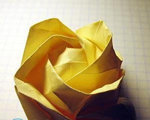Как сделать розу из бумаги оригами?