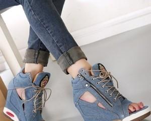 Как растянуть джинсовую обувь?