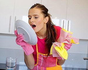 Как быстро помыть посуду руками и жирную посуду в посудомоечной машине?