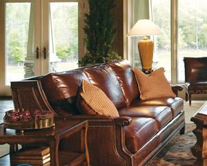 Как почистить диван от пятен без разводов в домашних условиях?