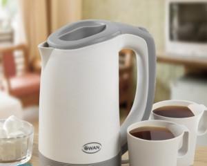 Как избавиться от запаха пластмассы в чайнике?