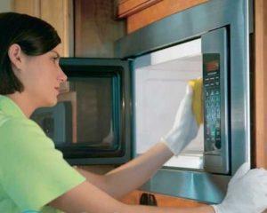 Как почистить микроволновку в домашних условиях?