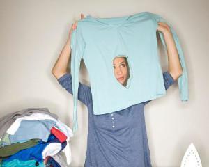 Как вывести пятно от утюга на одежде?