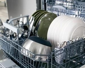 Как избавиться от запаха в посудомоечной машине?