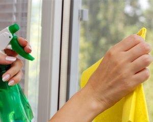 Чем очистить стекло от скотча?