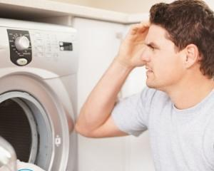 Стиральная машина не сливает воду — что делать?