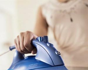 Как очистить утюг от пригара на подошве в домашних условиях?