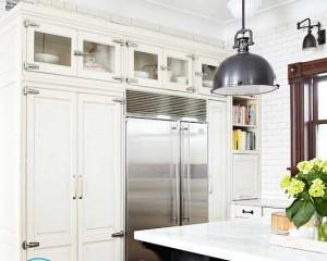 Белый кухонный гарнитур — какие сделать стены?