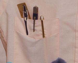 Как вывести чернила с одежды от шариковой ручки в домашних условиях?