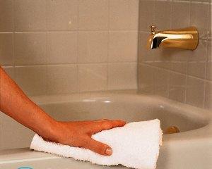 Чем отмыть чугунную ванну?