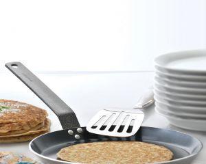 Блины прилипают к сковороде — что делать?