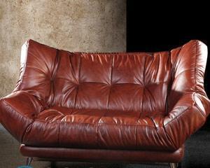 Чем чистить диван из экокожи?