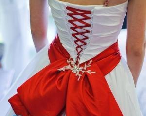 Как красиво завязать бант на платье?