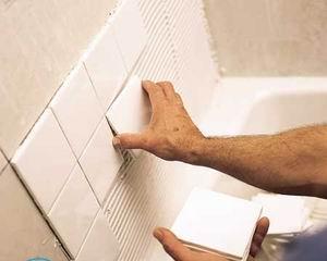 Как клеить плитку в ванной?