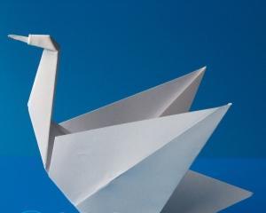 Как сделать из бумаги лебедя?