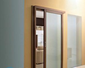 Чистка матового стекла на двери