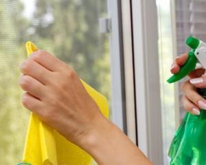 Как отмыть скотч от стекла?