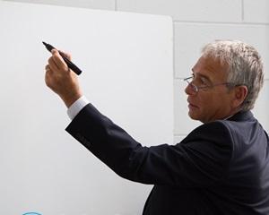 Как стереть маркер с доски?