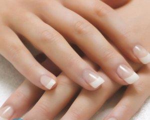 Почему ногти отходят от кожи на руках?