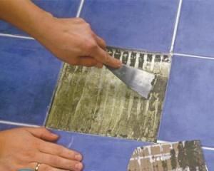 Как снять плитку в ванной со стены?