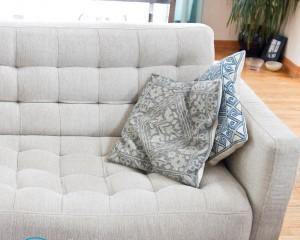 Как отмыть кровь с дивана в домашних условиях?