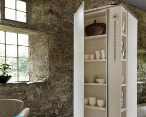 Как украсить шкаф своими руками?