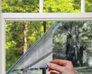 Как снять солнцезащитную пленку с окна?