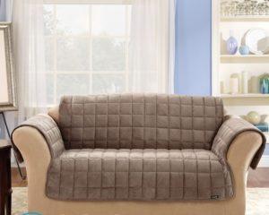 Чем удалить тональный крем с дивана?