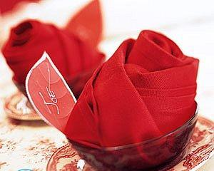 Цветы из салфеток с конфетами своими руками